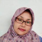 2. Ms. Anna (kepala sekolah)
